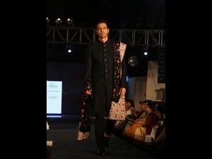 Arjun Rampal Walks Down The Ramp Rohit Bal At Ficci Flo Event