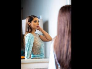 Mahira Khan A Blue Gown At Diafa