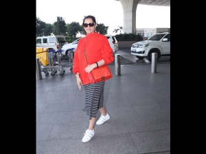 Sania Mirza Spotted A Cardigan Skirt At The Airport With Her Sister