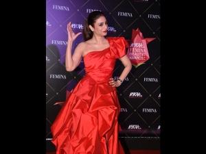 Tabu A Red Gown At The Nykaa Femina Beauty Awards