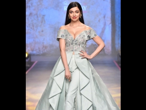 Divya Khosla Kumar S Showstopper Look At Pernia S Pop Up Runway