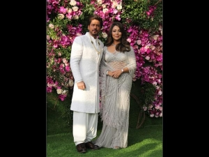 Shah Rukh Gauri Khan Ivory Outfits At Akash Ambani S Wedding