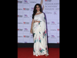 Malavika Mohanan A White Raw Mango Sari The Maharashtra Achievers Awards
