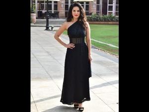 Sunny Leone A Black Dress The 11 Wicket Com Launch