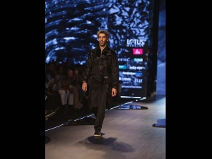 Jim Sarbh Walks Down The Ramp Siddartha Tytler At The Fdci India Fashion Week