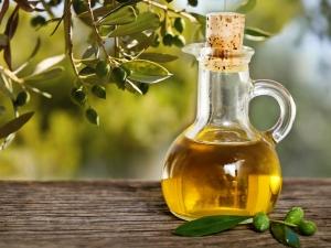 Beauty Benefits Of Jojoba Oil For Skin And Hair