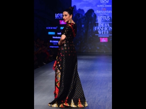 Karisma Kapoor S Showstopper Assamese Look At The India Fashion Week