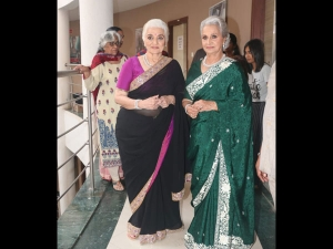 Waheeda Rehman And Asha Parekh In Saris For Super Dancer