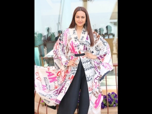 Sonakshi Sinha In An Anamika Khanna Top For Kalank Promotion
