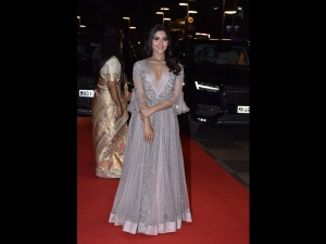 Pranutan Bahl In A Shimmery Gown For The Dadasaheb Phalke Awards