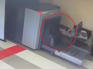 Video Alert A Confused Traveller Puts Himself Through An X Ray Machine At Airport