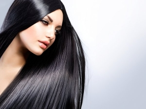 How To Use Bhringraj Oil For Hair And Benefits