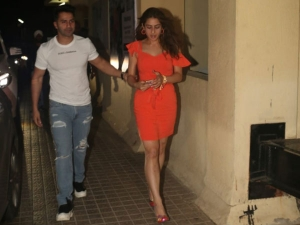 Sara Ali Khan In An Orange Dress With Varun Dhawan At Soty 2 Screening