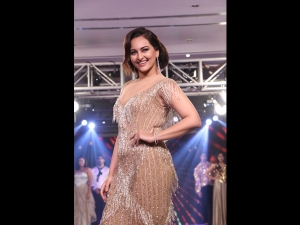 Sonakshi Sinha In A Glam Avatar For The Streax Professional
