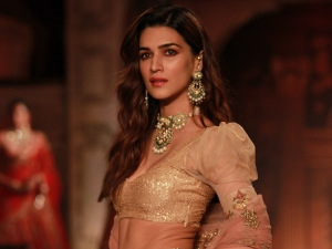 Arjun Patiala Actress Kriti Sanon Walks Down The Ramp At Fdci Icw