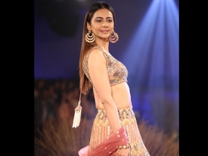 Rakul Preet Singh Walks Down The Ramp At Fdci India Couture Week