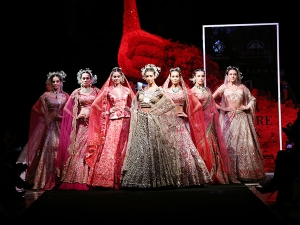 Suneet Varma S Show At Fdci India Couture Week
