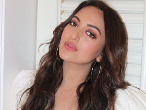Recreate Sonakshi Sinhas Monochromatic Makeup Look