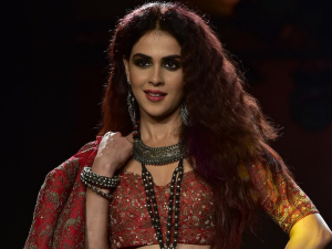 Lfw W F 2019 Genelia D Souza Slays In A Black Smokey Eye Look