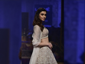 Diana Penty S Showstopper Look At The Lakme Fashion Week Winter Festive