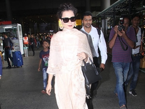 Kangana Ranaut Resembles Rekha In Her Recent Airport Look