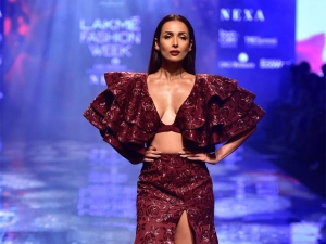 Malaika Arora S Showstopper Avatar At The Lakme Fashion Week Winter Festive
