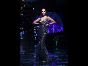 Esha Gupta Dewy Make Up Look At Lakme Fashion Week Winter Festive