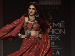 Genelia D Souza S Showstopper Look At The Lakme Fashion Week Winter Festive