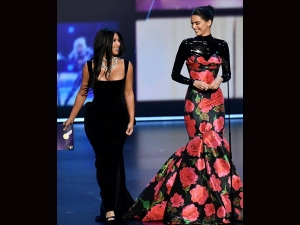 Kim Kardashian And Kendall Jenner S Gowns For Emmy Awards