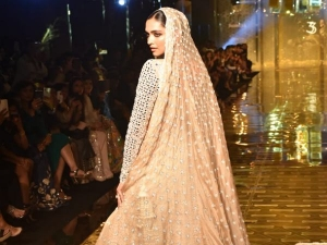 Deepika Padukone Turns Showstopper For Abu Jani Sandeep Khosla