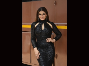 Actress Raveena Tandon In A Glittering Black Dress On The Sets Of Nach Balive