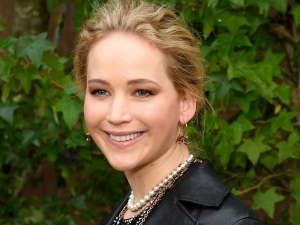 Jennifer Lawrence Stuns In A Black Outfit At The Dior Ss20 Show