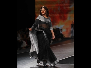 Shazia Ilmi Walks The Ramp In A Sari At The Lotus Makeup India Fashion Week Ss