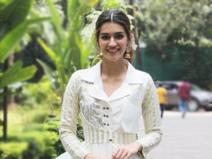 Kriti Sanon In A White And Golden Anarkali At Swasth India Event On Gandhi Jayanti