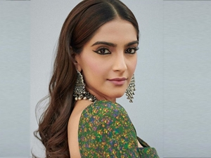 The Zoya Factor Actress Sonam Kapoor In An Emerald Floral Rush Sari At Movie Masti Sets