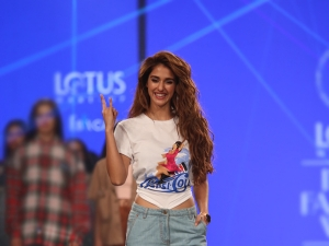 Disha Patani S Retro Look For Pepsi At The Lotus Makeup India Fashion Week Ss