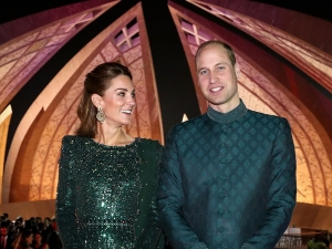 Kate Middleton S Outfits For The Royal Tour Of Pakistan