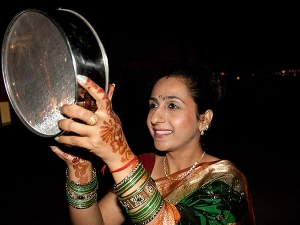 Reasons Why Women Use Sieve During The Karwa Chauth To See The Moon