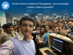 Sourav Ganguly Selfie With Fans Twitter