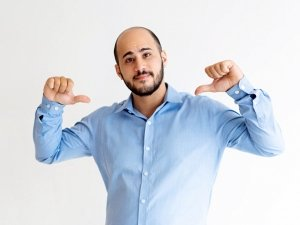 5 Difficult Situations That Bald Men Have To Go Through