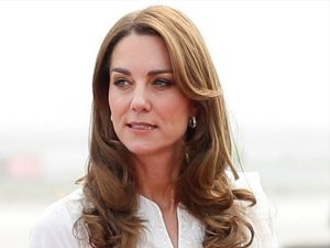 Kate Middleton's White Kurta Set Is The Traditional Outfit That Your Closet Demands