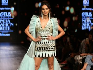 LMIFWSS20: Shibani Dandekar Gleams In A Glittering Nude Make-up And A Retro Ponytail