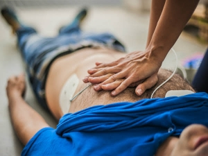 Electric Shock Causes Symptoms Treatment And First Aid