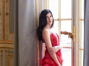 Shanaya Kapoor In A Red Gown At The Le Bal Des D Butantes Paris