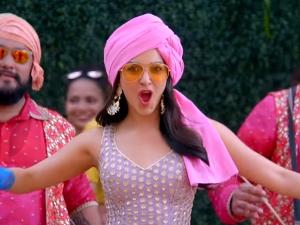 Kiara Advani In Patiala Suit And Pink Turban In Good Newwz S Sauda Khara Khara Song