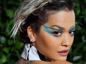 Rita Ora S Flaming Make Up Look At British Fashion Awards