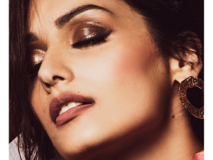Manushi Chhillar In A Stunning Copper Metallic Eye Make Up