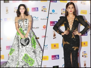 Sunny Leone Taapsee Pannu At The Smile Mirchi Music Awards