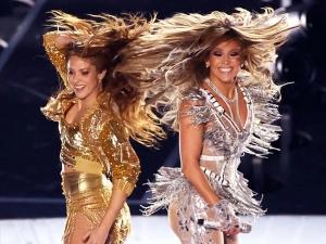 Super Bowl 2020 Jennifer Lopez And Shakira Set The Set Ablaze With Their Fashion