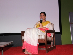 Shakuntala Devi Actress Vidya Balan In Colour Blocked Sari